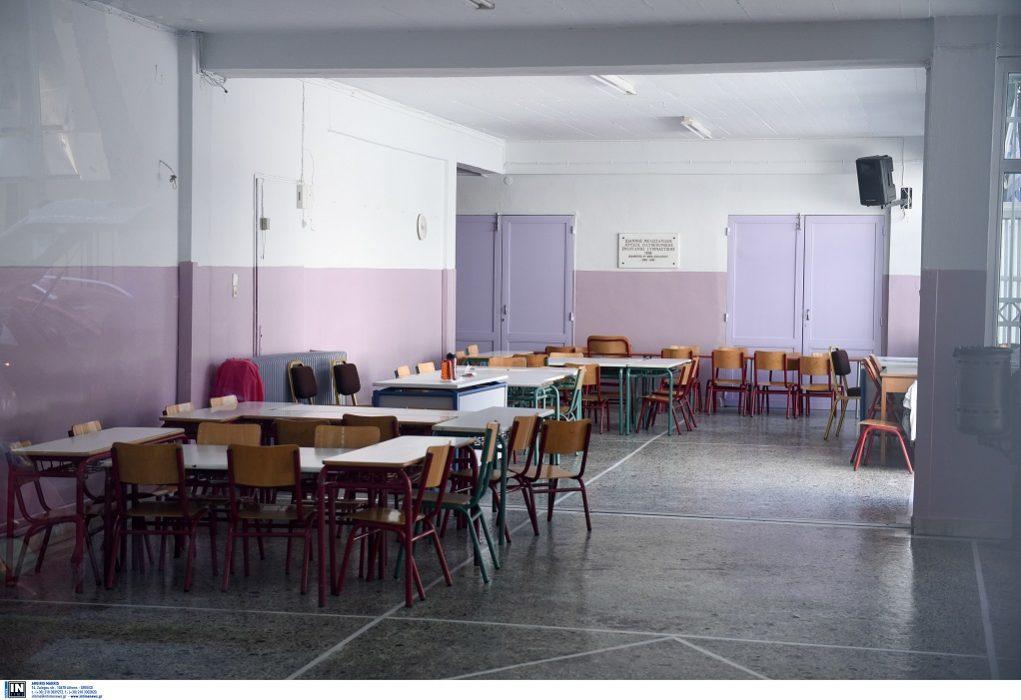 Δασκάλα κλείδωσε μαθήτρια στην τάξη (VIDEO)