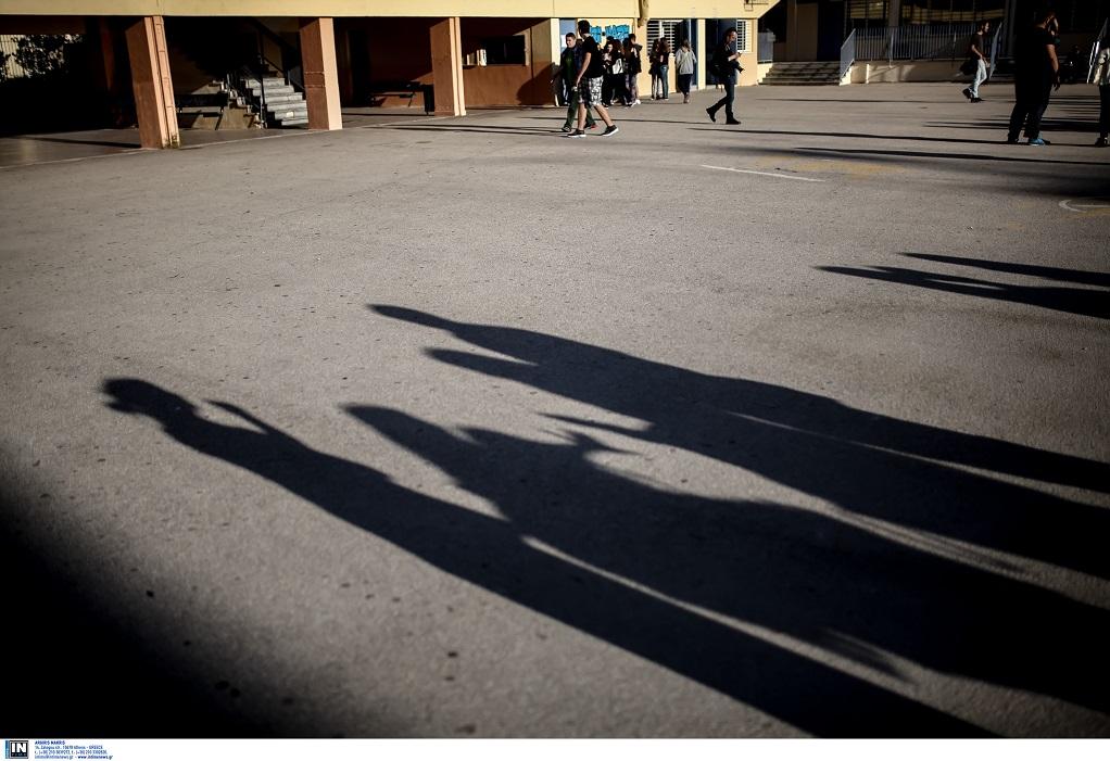 Θεσσαλονίκη-Μαθητές γυμνασίου προσήχθησαν μετά από καταγγελία για βανδαλισμούς