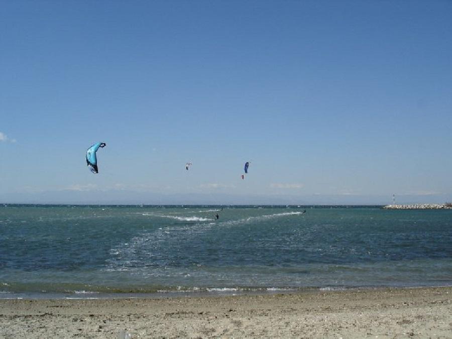 Εθελοντές καθάρισαν την παραλία του Αγγελοχωρίου