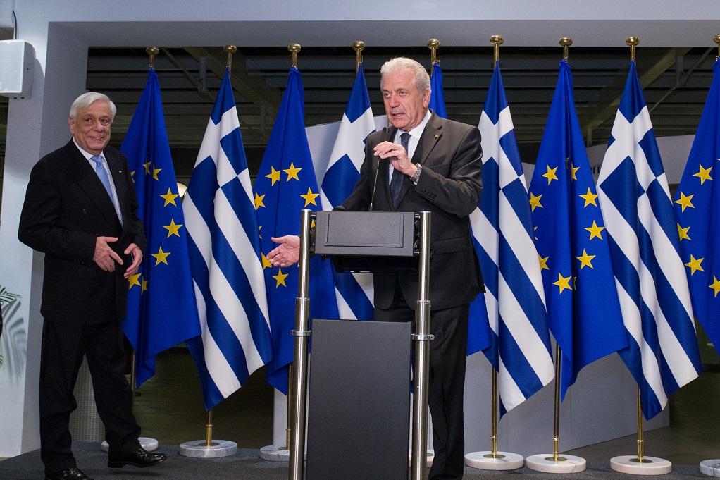Αβραμόπουλος: Nα τροποποιηθεί ο Κανονισμός του Δουβλίνου