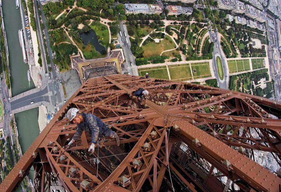STELMA: «Κατέκτησε» τον Πύργο του Άϊφελ, τώρα ιδρύει θυγατρική στη Γαλλία