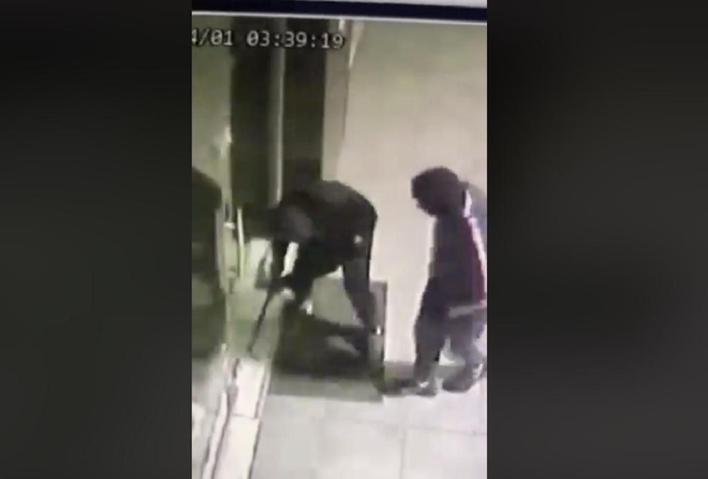 68d61a3ffcaa Καρέ - καρέ η ληστεία σε κατάστημα στο Ωραιόκαστρο (VIDEO) - GR ...