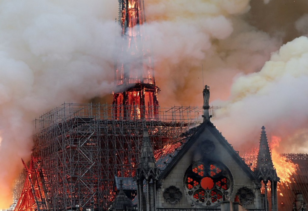 Notre Dame: Πιθανόν σε αμέλεια να οφείλεται η πυρκαγιά
