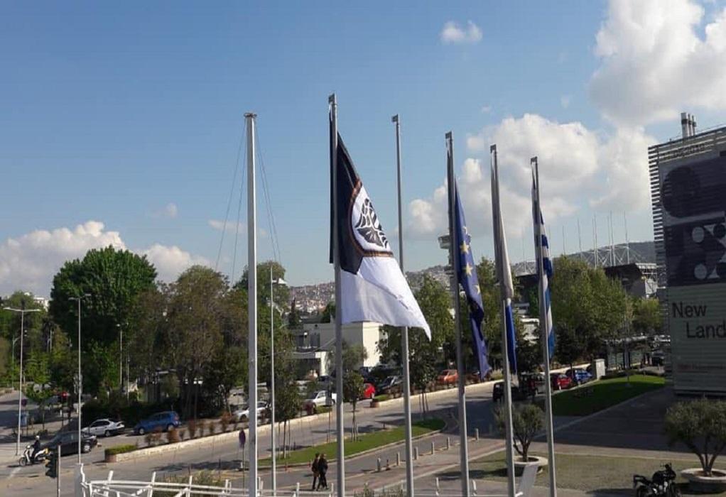 Θεσσαλονίκη: Υψώθηκε σημαία του ΠΑΟΚ στο δημαρχείο