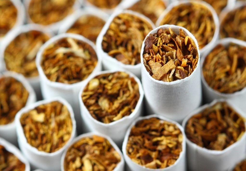 Θεσσαλονίκη: Τον «τσάκωσαν» με πάνω από 80 λαθραία πακέτα τσιγάρα