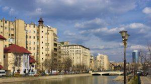Επτά στις δέκα εταιρείες στην Ρουμανία αναβάλλουν την πληρωμή των τιμολογίων τους
