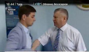 Περιφερειάρχης χτύπησε ρεπόρτερ γιατί δεν του άρεσαν οι ερωτήσεις του (VIDEO)