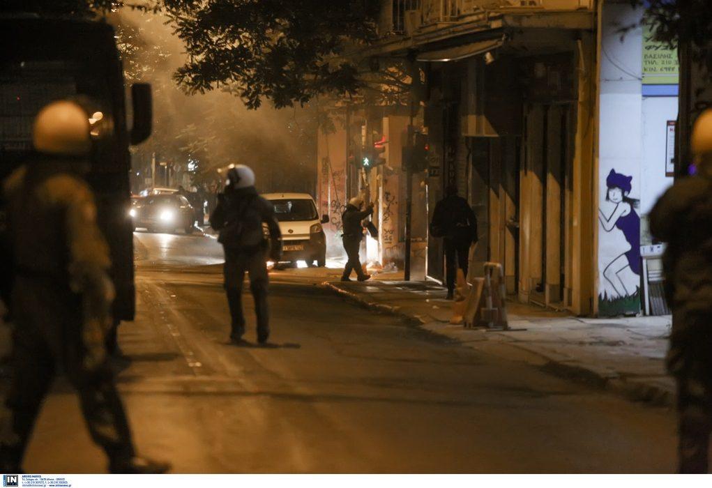 Άγνωστοι έβαλαν φωτιές σε κάδους απορριμμάτων έξω από την ΑΣΟΕΕ, την Γεωπονική και την Πανεπιστημιούπολη