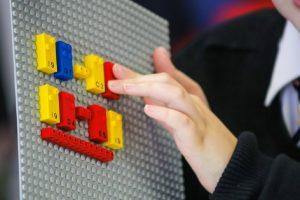 LEGO: Έφτιαξε τουβλάκια με κώδικα Μπράιγ για παιδιά με προβλήματα όρασης