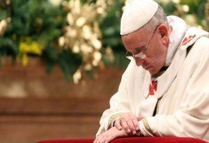 Αρνητικό το τεστ του Πάπα για κοροναϊό