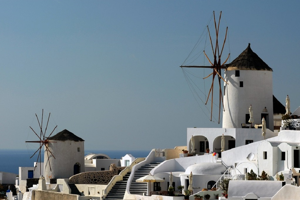 Global Traveller: «Καλύτερο νησί στην Ευρώπη» η Σαντορίνη