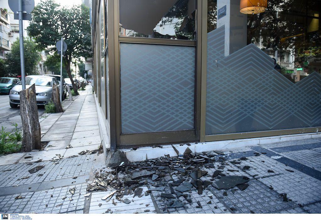 Θεσσαλονίκη: Κουκουλοφόροι προκάλεσαν φθορές σε τράπεζα (ΦΩΤΟ)