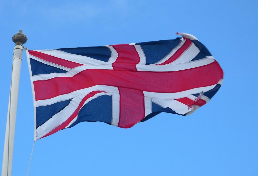 Βρετανία: Στενεύει το προβάδισμα Συντηρητικών έναντι Εργατικών