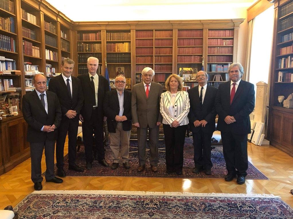 Συνάντηση Παυλόπουλου με μέλη του «Διεπιστημονικού Κέντρου Αριστοτελικών Μελετών» (ΦΩΤΟ)