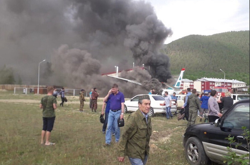 Αναγκαστική προσγείωση επιβατικού αεροσκάφους-Δύο νεκροί και 19 τραυματίες (ΦΩΤΟ-VIDEO)