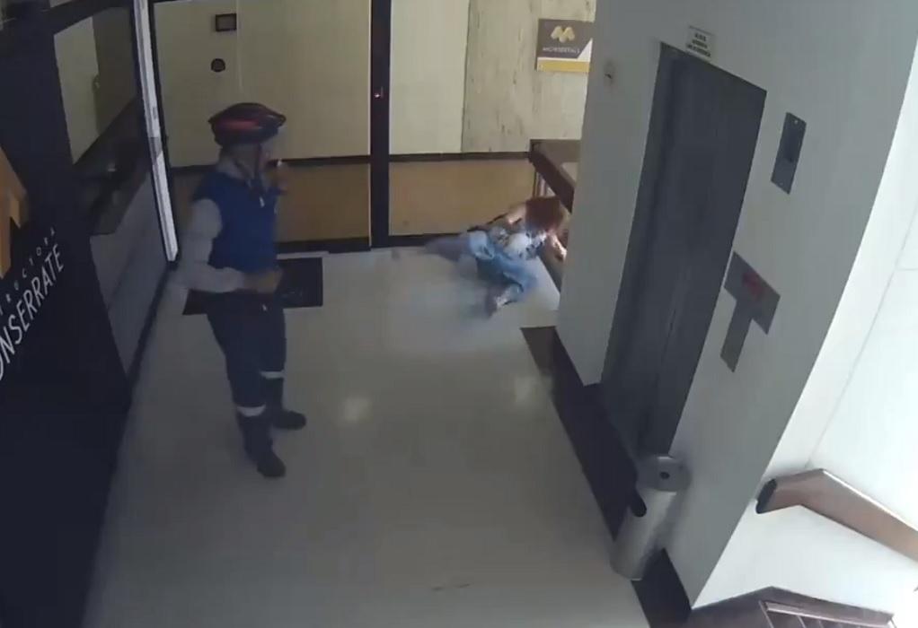 Κολομβία: Γυναίκα σώζει το μωρό της, πριν πέσει από τις σκάλες (VIDEO)