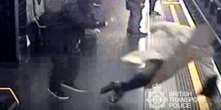 Βρετανία: Ισόβια για τον άνδρα που έσπρωξε 91χρονο στις γραμμές του μετρό