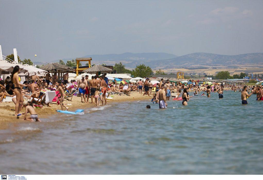 Μεταδίδεται ο κορωνοϊός από την άμμο και τη θάλασσα;