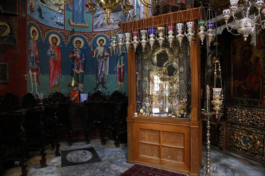 Άγιο Όρος -Βρέθηκαν τα τάματα που κλάπηκαν από τη Μονή Ιβήρων -Σε φαράγγι έχει εγκλωβιστεί ο δράστης