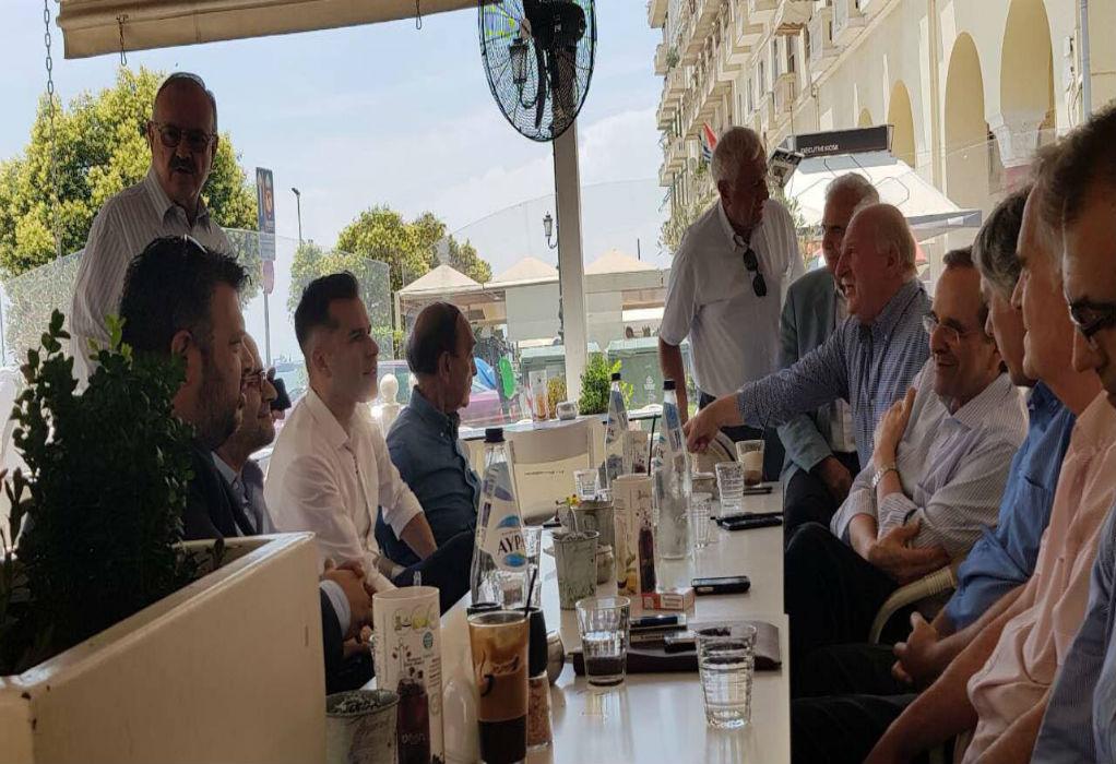 Καφεδάκι και χαλάρωση για τον Αντώνη Σαμαρά στην Αριστοτέλους