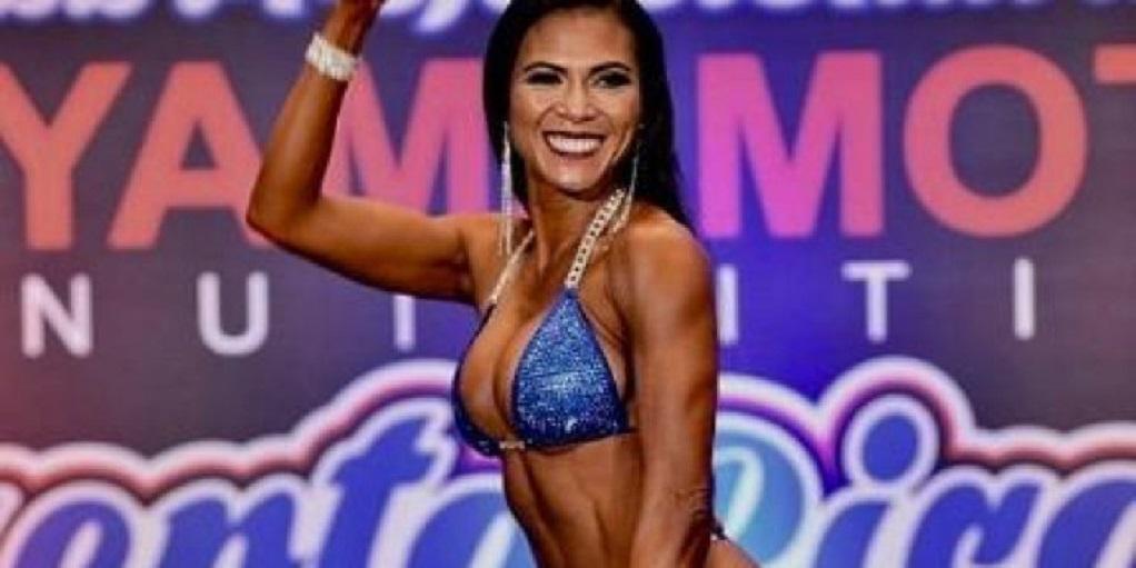 Κι όμως αυτή η 48χρονη είναι γιαγιά και λατρεύει το bodybuilding (ΦΩΤΟ)