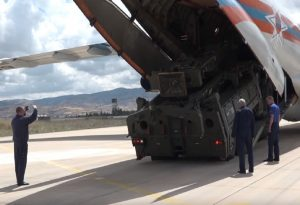 Bloomberg: Η Τουρκία απομακρύνεται από το ΝΑΤΟ