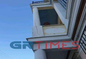 Ρωγμές στα περίφημα νεοκλασικά σπίτια του Πειραιά λόγω του ισχυρού σεισμού (ΦΩΤΟ)