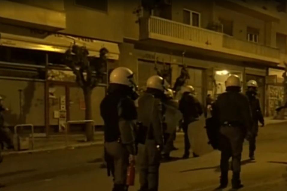 Εξάρχεια: Τοξικομανής επιτέθηκε σε αστυνομικό- «Παρατράγουδα» έξω από το αστυνομικό τμήμα