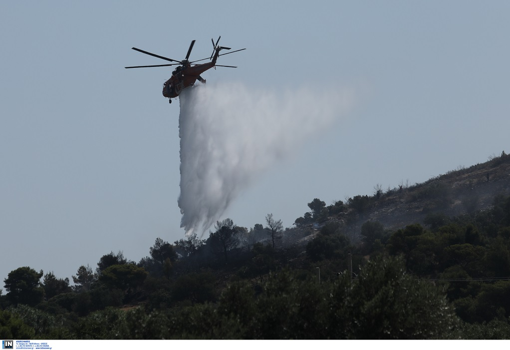 Δύσκολη η κατάσταση στην πυρκαγιά στο Μαρκόπουλο – Για εμπρησμό μιλά ο δήμαρχος