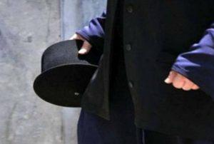 Τρίκαλα: Ιερείς μεταφέρουν ψώνια στα σπίτια ηλικιωμένων