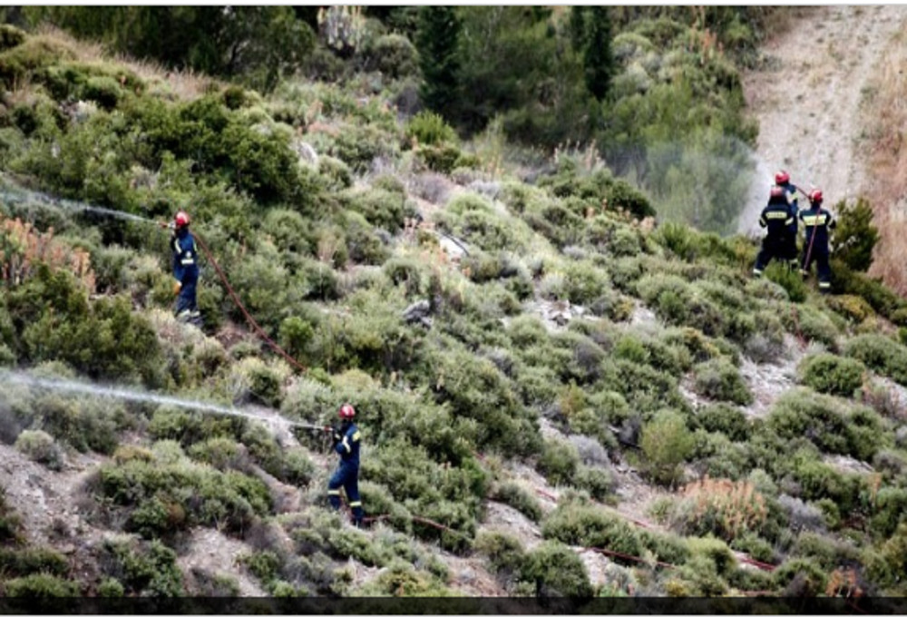 Kιθαιρώνας: Σε ύφεση η φωτιά, δύσκολο το έργο της κατάσβεσης
