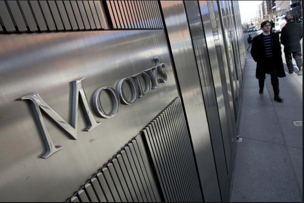 Moody's: To αξιόχρεο της Ελλάδας στηρίζεται από τη «μέτρια» οικονομική ισχύ της