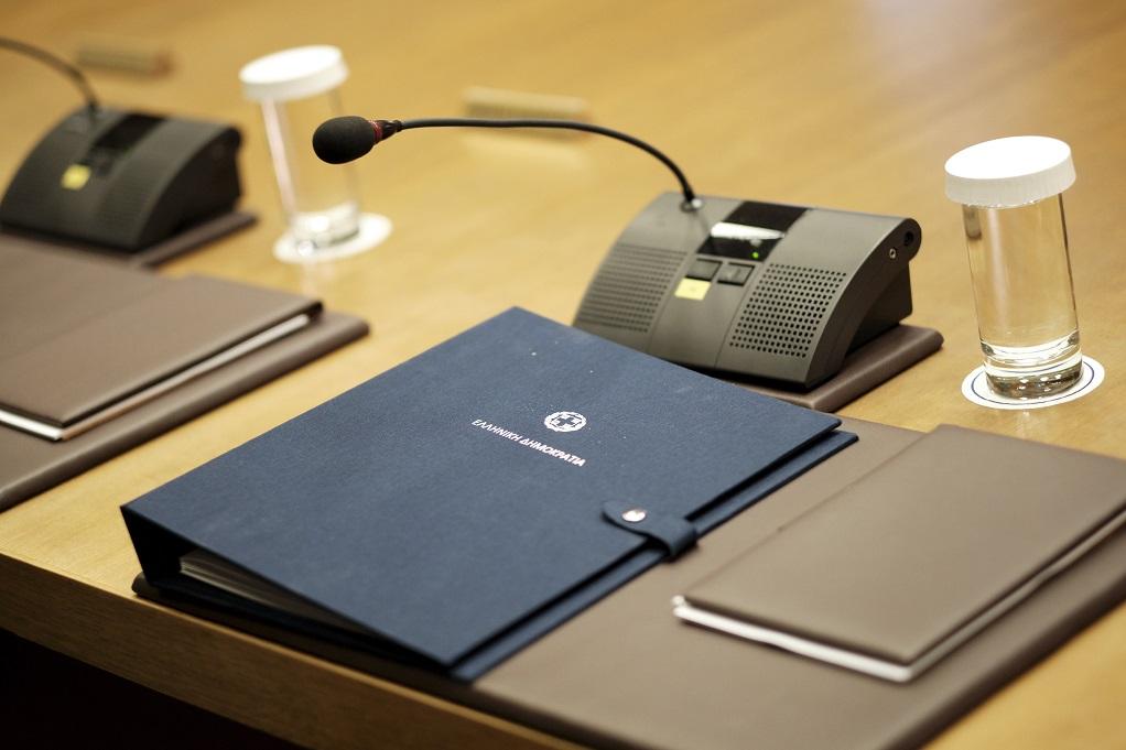 Τι περιέχει ο φάκελος που δόθηκε στους υπουργούς (VIDEO)
