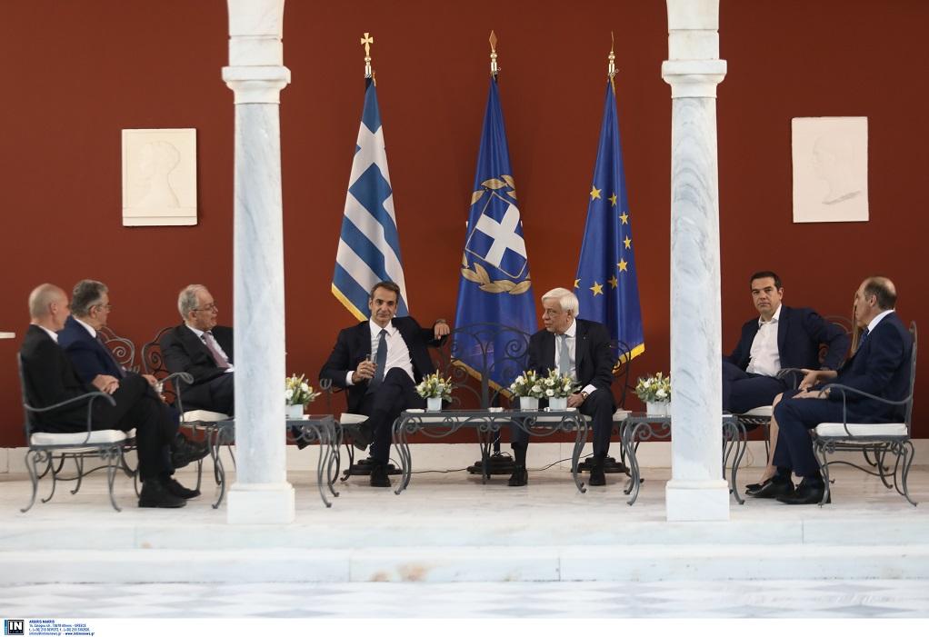 Παυλόπουλος- Τιμούμε την επέτειο Αποκατάστασης της Δημοκρατίας με ενωμένες δυνάμεις