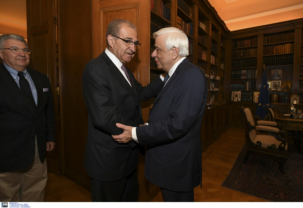 «Εθνικό κεφάλαιο, ο απόδημος Ελληνισμός», τόνισε ο ΠτΔ στη συνάντηση με το νέο υφ. Εξωτερικών