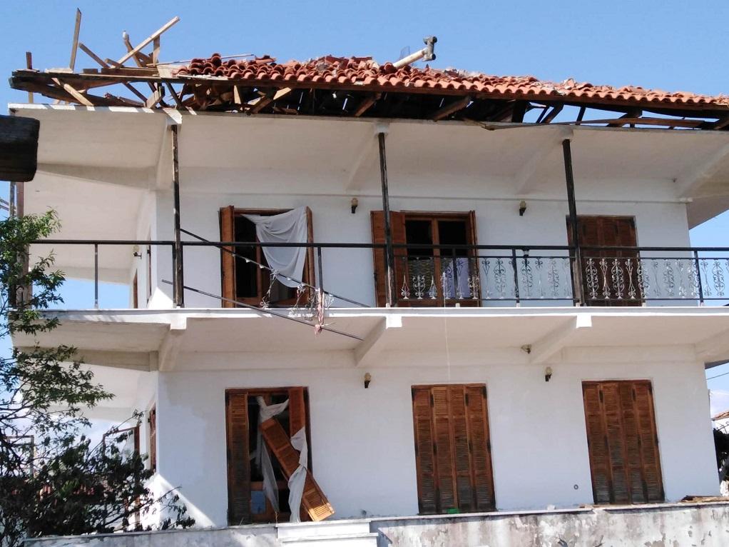 Ερείπια απέμειναν πολλά σπίτια στη Σωζόπολη Χαλκιδικής (ΦΩΤΟ)