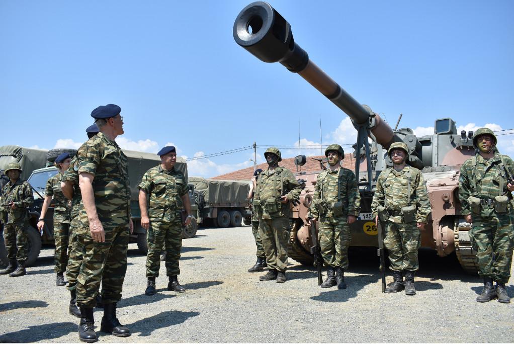 Έρχονται αλλαγές στη στρατιωτική θητεία, κίνητρα σε γυναίκες, μείωση των στρατοπέδων