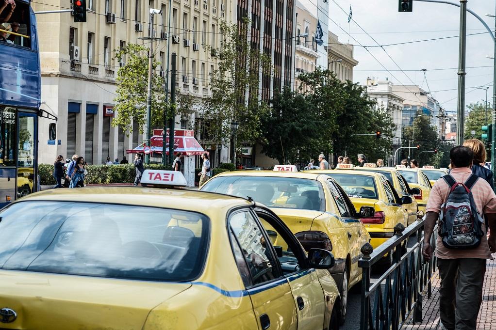 Oδηγοί ταξί «έβγαζαν… εκτός» τις ταμειακές μηχανές των οχημάτων