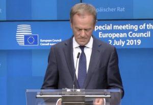 Ο Τουσκ θα προτείνει στους 27 της ΕΕ να αποδεχθούν το βρετανικό αίτημα για αναβολή του Brexit