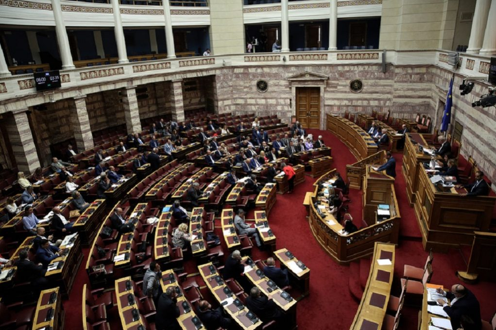 Αντιπαράθεση κυβέρνησης-αντιπολίτευσης για ν/σ του υπ. Παιδείας