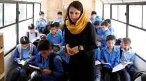 H «Charmagz» μετατρέπει τα λεωφορεία σε κινητές βιβλιοθήκες για παιδιά