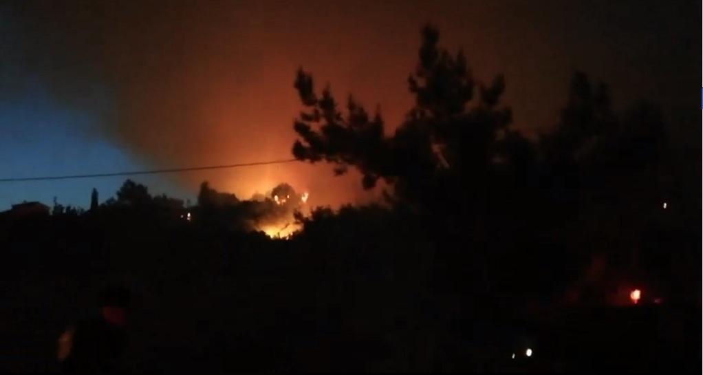 Ολονύχτια «μάχη» στη Σάμο-Εκκενώθηκαν ξενοδοχεία (VIDEO-ΦΩΤΟ)