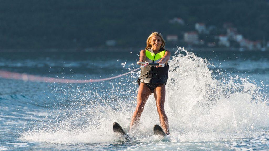 Τι να ρωτήσετε τον ασφαλιστή σας πριν κάνετε θαλάσσιο σκι