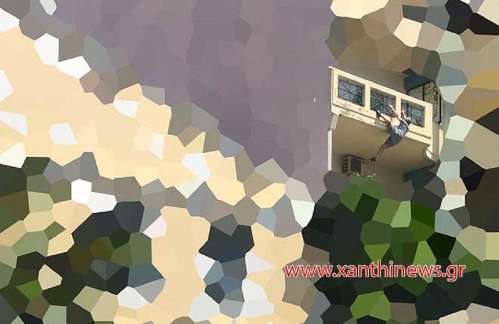 Λοχίας έσπασε πόρτες, για να σώσει άνδρα που κρεμόταν από το μπαλκόνι του! (VIDEO)