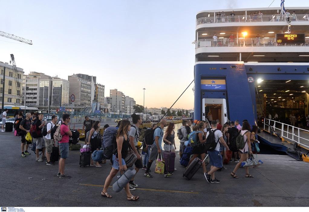 Αυξημένη κίνηση στα λιμάνια – Αναχώρησαν χθες περισσότεροι από 24.000 επιβάτες