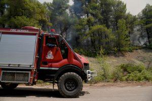 Θεσ/νικη: Σε εξέλιξη φωτιά στη Νικόπολη
