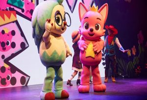 Η θεατρική παράσταση «Pinkfong Baby Shark Live Musical» στο Θέατρο Κήπου