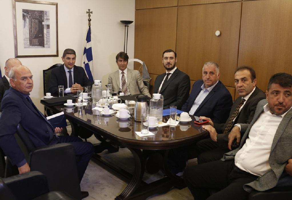Ανακοίνωσε τις φοροελαφρύνσεις στο ποδόσφαιρο ο Λευτέρης Αυγενάκης