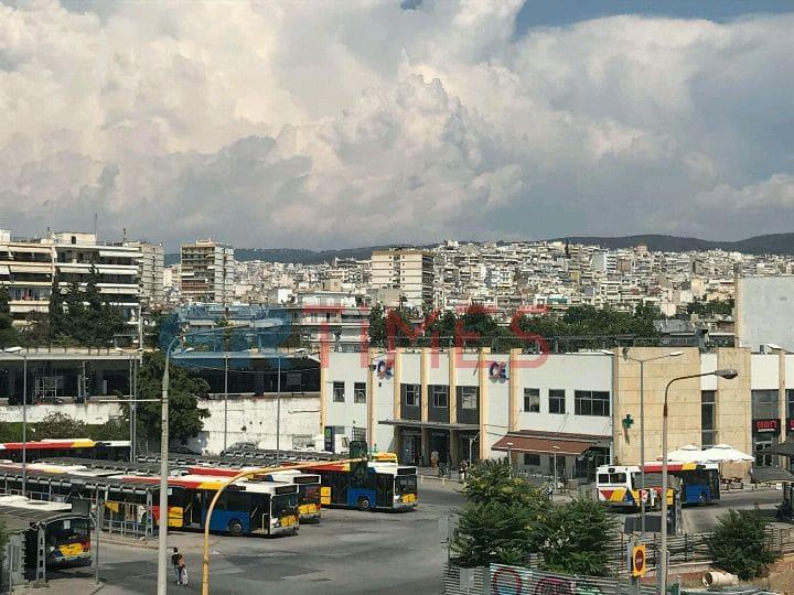 Κατέρρευσε ηλικιωμένος στον Σιδηροδρομικό Σταθμό Θεσσαλονίκης (ΦΩΤΟ)