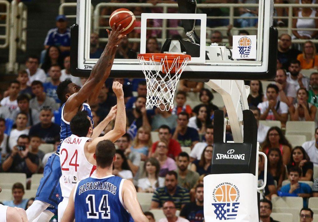 Με τον «αέρα» φαβορί πέρασε και την Τουρκία η Ελλάδα με 84-70